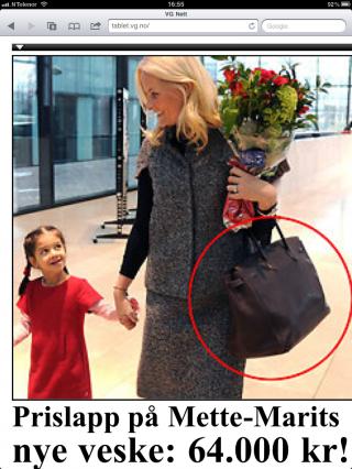 DENNE ER EKTE! Kronprinsesse Mette-Marits nye Birkin-veske er fra Hermès og koster 64 000 kroner. Hun viste den frem under et Sveits-besøk forrige uke, skriver MinMote.no/VGNett. Her faksimile av siden.